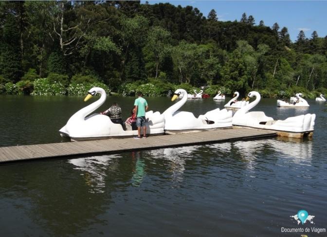 Passeio de pedalinho no Lago Negro em Gramado