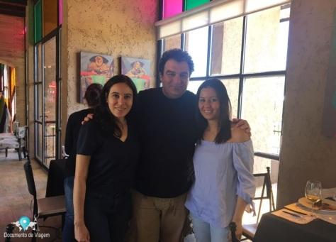Paula (Documento de Viagem), Alejandro Vigil (Proprietário do El Enemigo Wines) e Carolina (Colaboradora do Documento de Viagem)