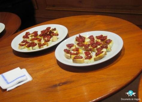 Degustação (pães com tomate seco)