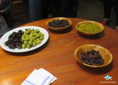 Degustação (frutas secas e azeitonas verdes e roxas)